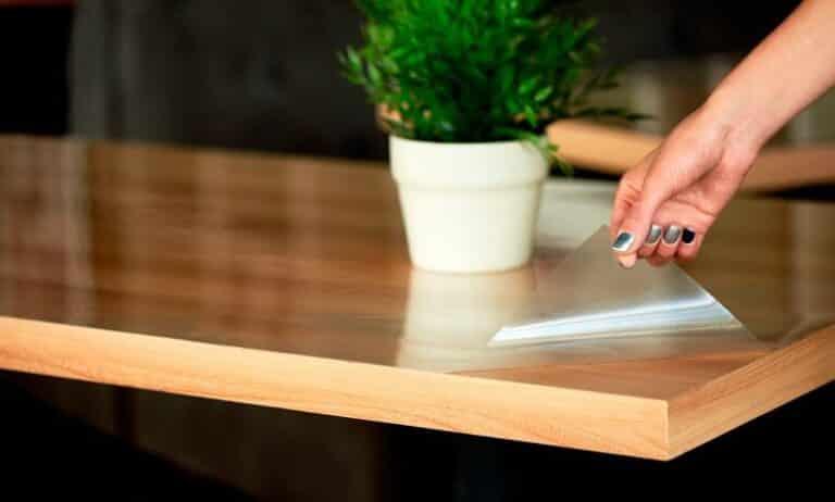 Как выбрать моющее средство для ухода за мебелью и гибким стеклом?